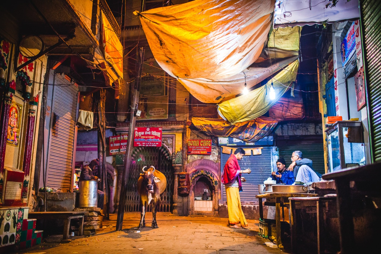 Night street gathering. Varanasi, Uttar Pradesh, India, 2014.